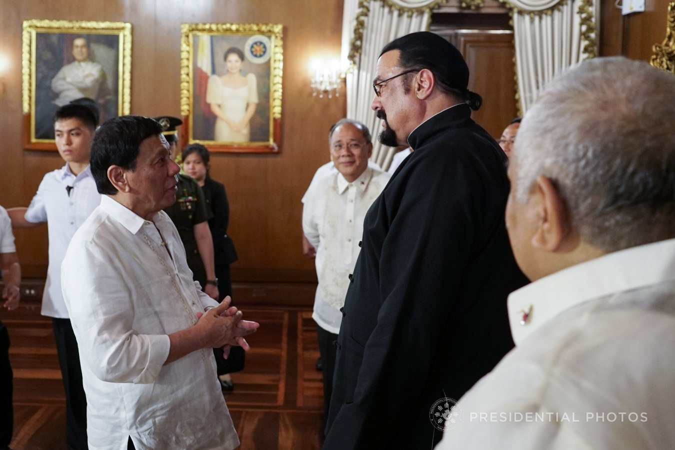 President Rodrigo Roa Duterte chats with Actor Steven Seagal who met with the President in Malacañan Palace on October 12, 2017. KING RODRIGUEZ/PRESIDENTIAL PHOTO