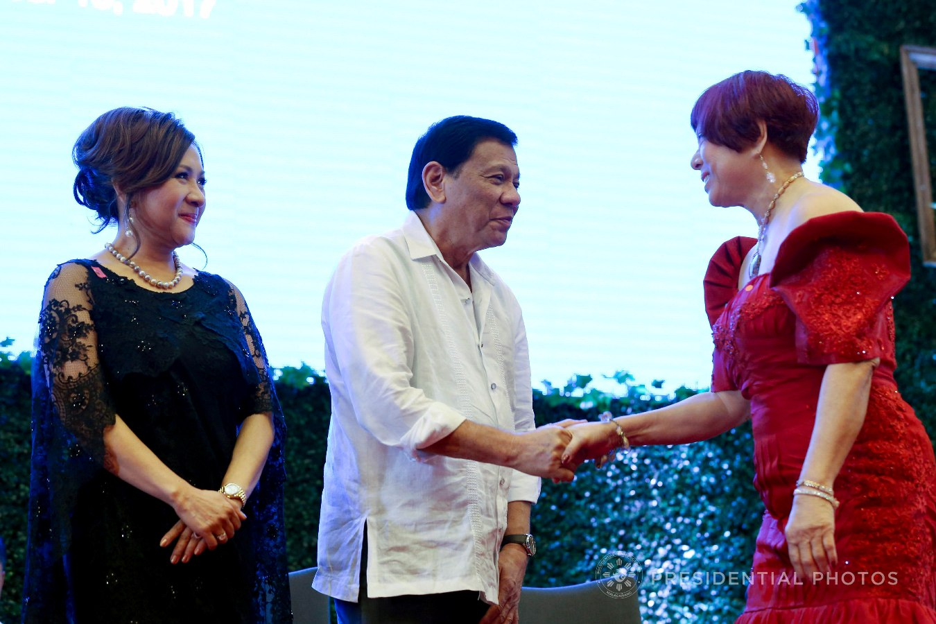 President Rodrigo Roa Duterte shows a gesture of appreciation to Zonta Club of Makati Central Business District Charter President Angelita Lee who is among the partners of the Anti-Trafficking OFW Movement (ATOM) recognized during the 7th anniversary of the public service show, 'Buhay OFW', at the Sofitel Philippine Plaza in Pasay City on October 18, 2017. Also in the photo is ATOM Founding Chairperson Marissa Del Mar. RICHARD MADELO/PRESIDENTIAL PHOTO
