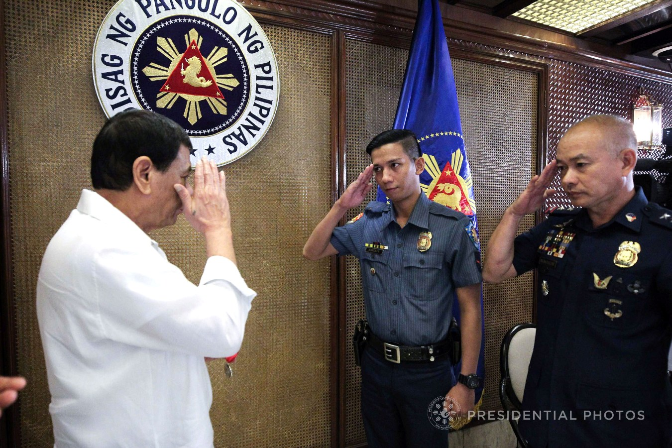 President Rodrigo Roa Duterte salutes to PO1 Ronald Anicete before awarding the Order of Lapu-Lapu, Kampilan Medal on the sidelines of the Joint Armed Forces of the Philippines (AFP)-Philippine National Police (PNP) Command Conference in Malacañan Palace on November 6, 2017. Anicete was stabbed by a man who resisted arrest in Caloocan City sometime in September. Also in the photo is National Captial Region Police Office Direcor Oscar Albayalde. ACE MORANDANTE/PRESIDENTIAL PHOTO