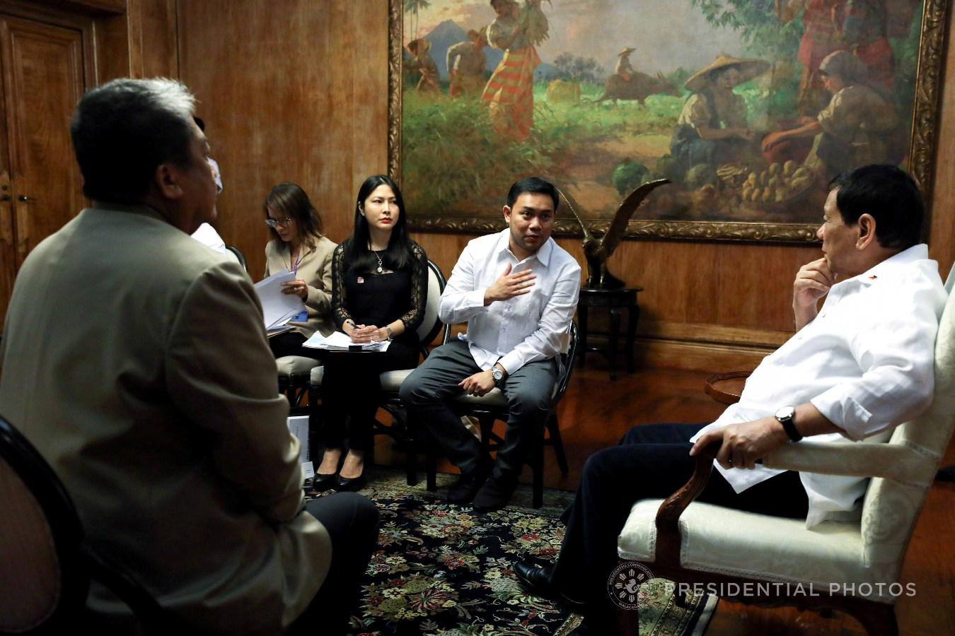 President Rodrigo Roa Duterte holds a meeting with the officials of the Department of Transportation led by Secretary Arthur Tugade, the Metro Manila Development Authority led by its Chairman Danilo Lim, and the Department of Public Works and Highways led by Secretary Mark Villar in Malacañan Palace on November 6, 2017. KARL NORMAN ALONZO/PRESIDENTIAL PHOTO