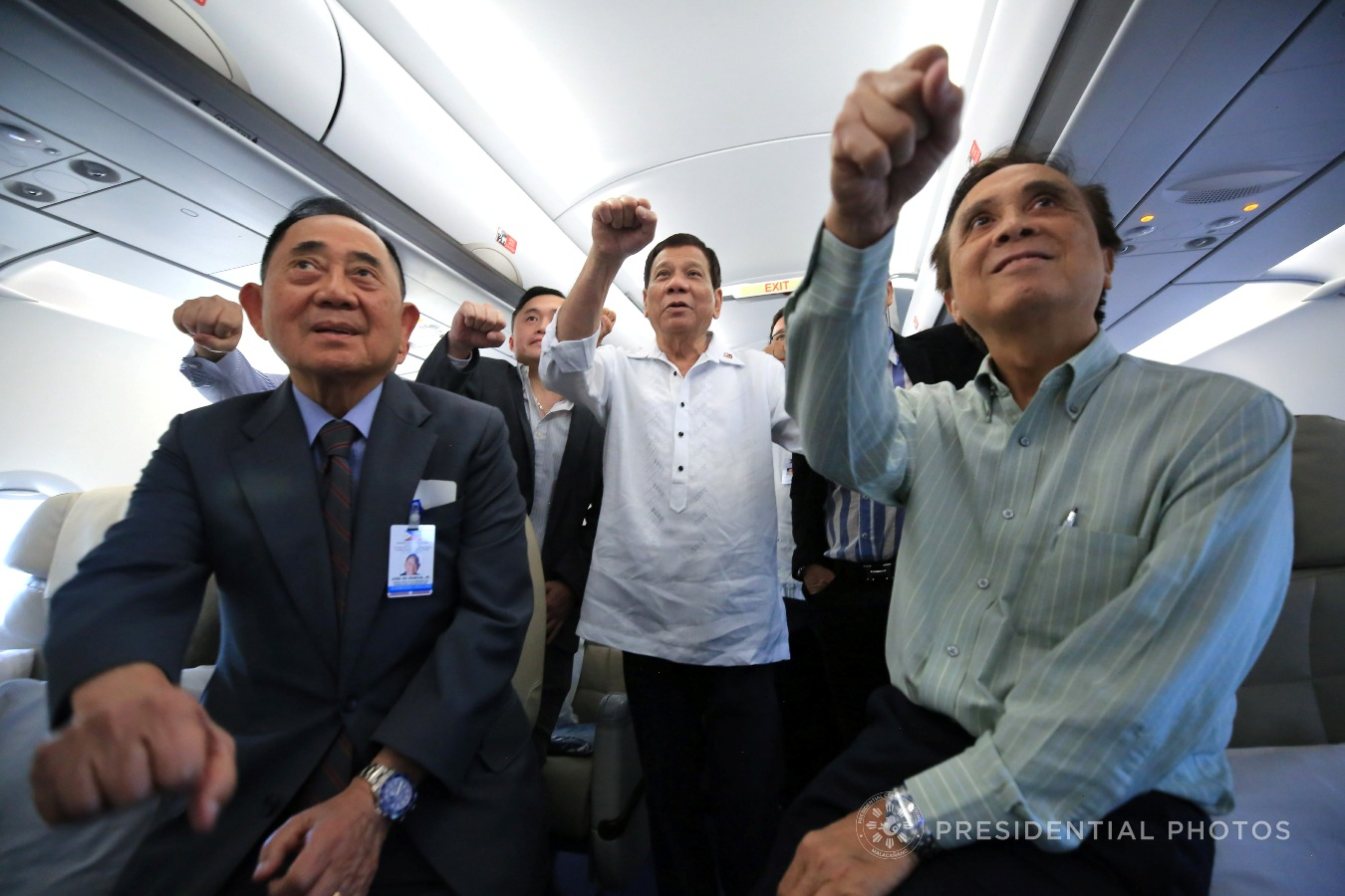 President Rodrigo Roa Duterte does his signature pose with the members of his delegation to the 2017 APEC Economic Leaders' Meeting while on board the Philippine Airlines chartered flight bound for Vietnam on November 8, 2017. ALBERT ALCAIN/PRESIDENTIAL PHOTO
