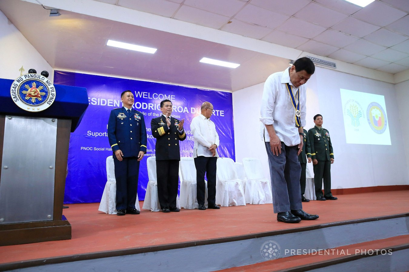 President Rodrigo Roa Duterte shows a gesture of respect as he takes center stage during the start of the Karne, Isda Supply Suporta sa Masa at Ekonomiya (KISS ME) Project launching at Fort Andres Bonifacio in Taguig City on November 7, 2017. Also in the photo are Philippine Air Force Commander Lt. Gen. Galileo Kintanar Jr., Philippine Navy commander Ronald Mercado, Defense Secretary Delfin Lorenzana, and Philippine Army Commander Lt. Gen. Rolando Bautista. ALBERT ALCAIN/PRESIDENTIAL PHOTO