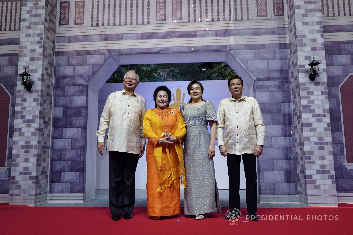 President Rodrigo Roa Duterte and his partner Honeylet pose for a photo with Malaysia Prime Minister Najib Razak and his partner Rosmah Mansoor prior to the start of the gala dinner hosted by the Philippines for the leaders of the Association of Southeast Asian Nations (ASEAN) member states and dialogue partners at the SMX Convention Center in Pasay City on November 12, 2017. KING RODRIGUEZ/PRESIDENTIAL PHOTO