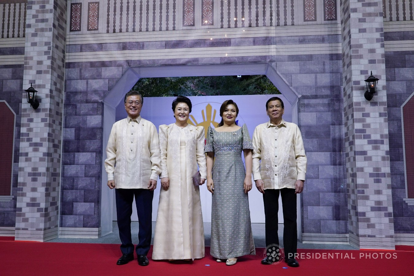 President Rodrigo Roa Duterte and his partner Honeylet pose for a photo with Republic of Korea President Moon Jae-in and his partner Kum Jung-Sook prior to the start of the gala dinner hosted by the Philippines for the leaders of the Association of Southeast Asian Nations (ASEAN) member states and dialogue partners at the SMX Convention Center in Pasay City on November 12, 2017. KING RODRIGUEZ/PRESIDENTIAL PHOTO