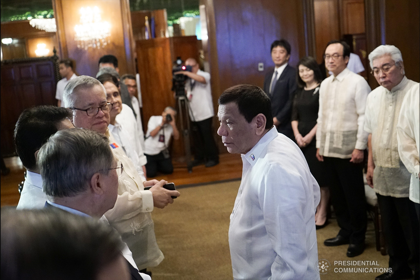 President Rodrigo Roa Duterte confers with members of his cabinet during the courtesy call of Japan House of Councillors President Chuichi Date, at the Malacañan Palace on January 8, 2018. KING RODRIGUEZ/PRESIDENTIAL PHOTO