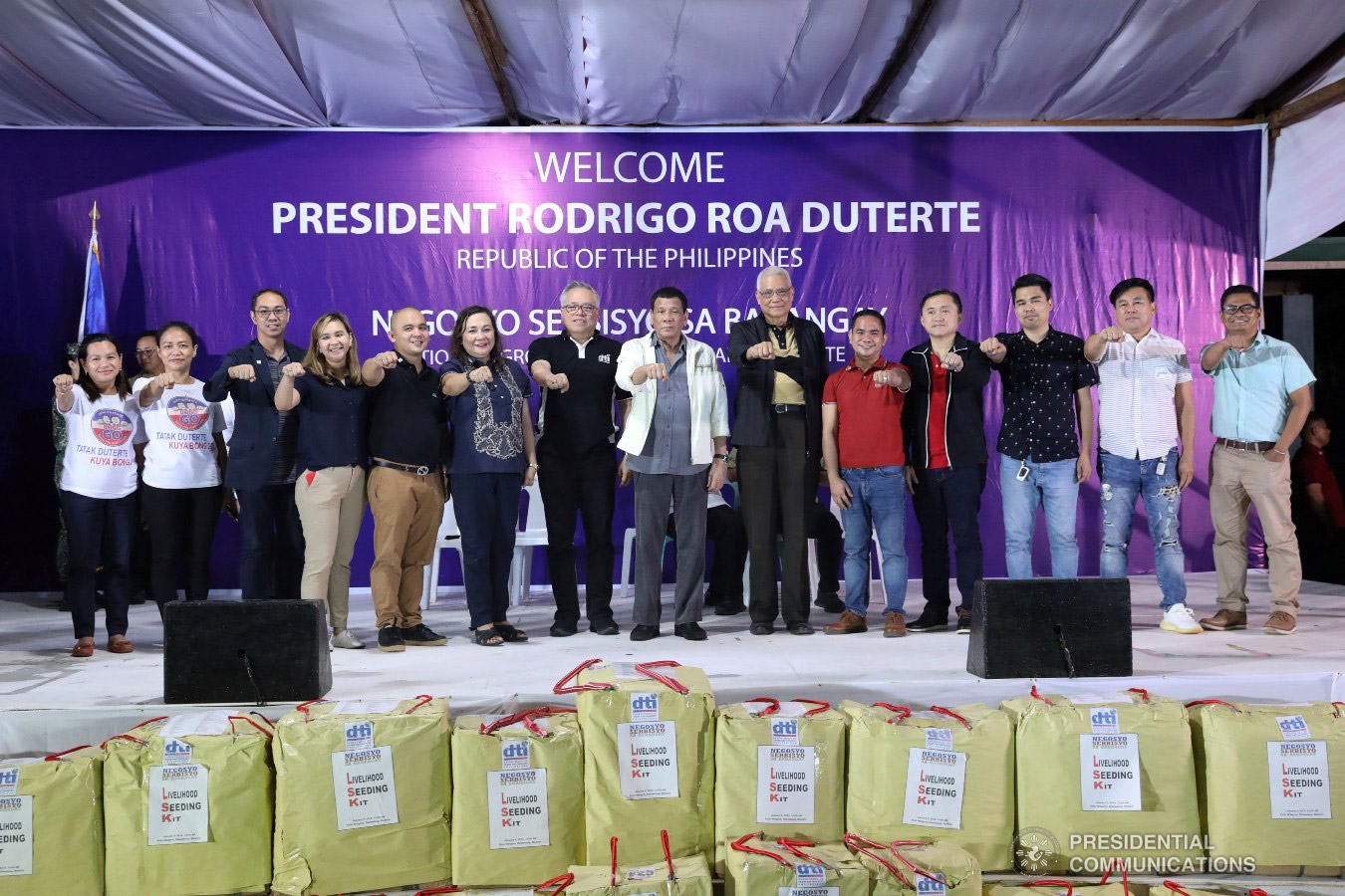President Rodrigo Roa Duterte flashes his signature pose with Trade and Industry Secretary Ramon Lopez, the local officials of Masbate and other guests during the Negosyo Serbisyo sa Barangay held at the Patio Milagros Minitel and Resort in Dimasalang, Masbate on January 9, 2019. ACE MORANDANTE/PRESIDENTIAL PHOTO