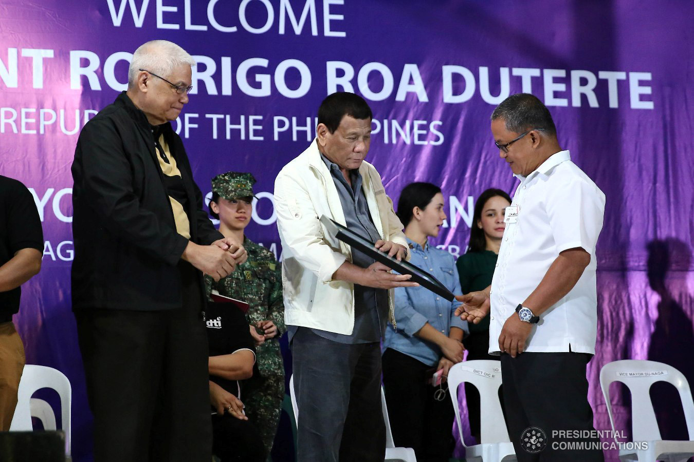 President Rodrigo Roa Duterte hands over the marker for the Department of Information and Communications Technology (DICT) Tech4ED Center to a school official from one of the recipient schools in Masbate, during the Negosyo Serbisyo sa Barangay held at the Patio Milagros Minitel and Resort in Dimasalang, Masbate on January 9, 2019. VALERIE ESCALERA/PRESIDENTIAL PHOTO