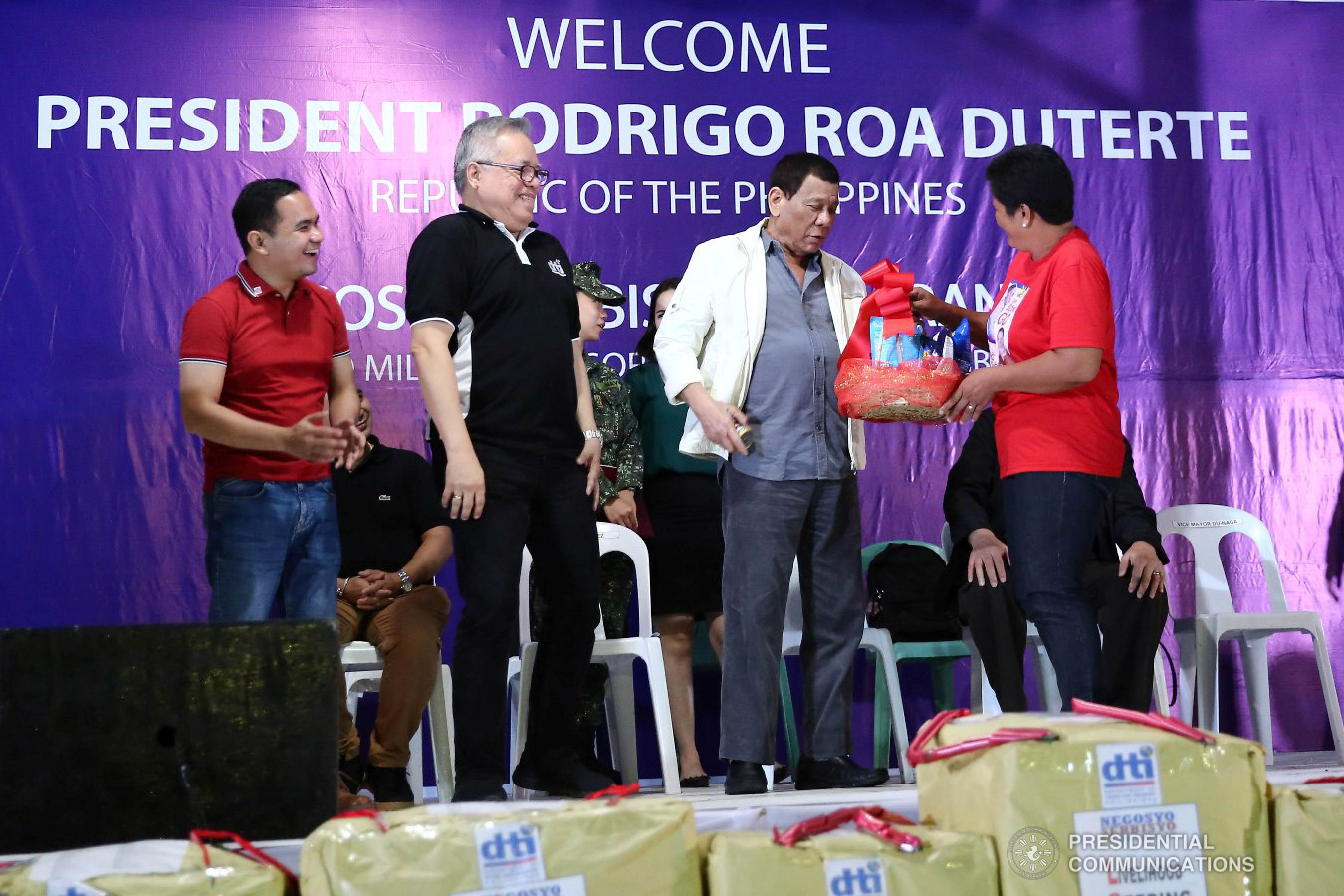 President Rodrigo Roa Duterte leads the distribution of livelihood packages to beneficiaries during the Negosyo Serbisyo sa Barangay held at the Patio Milagros Minitel and Resort in Dimasalang, Masbate on January 9, 2019. Assisting the President is Trade and Industry Secretary Ramon Lopez. VALERIE ESCALERA/PRESIDENTIAL PHOTO