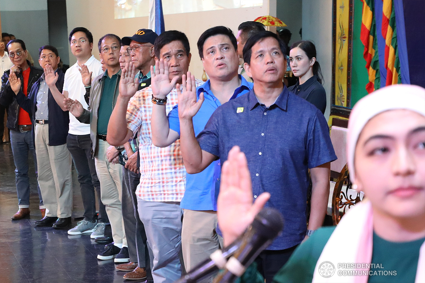 President Rodrigo Roa Duterte together with some members of his cabinet and Senator Juan Miguel Zubiri recite the pledge of support during the Peace Assembly for the Ratification of Republic Act No. 11054 or the Bangsamoro Organic Law (BOL), held at the Shariff Kabunsuan Cultural Complex in Cotabato City on January 18, 2019. SIMEON CELI JR./PRESIDENTIAL PHOTO