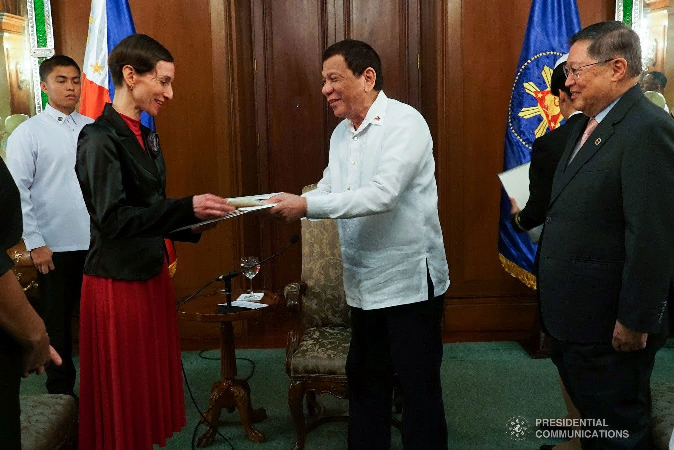 President Rodrigo Roa Duterte hands over a souvenir to Ambassador-designate of The Czech Republic to the Philippines Jana Sediva after the latter presented her credentials to the President at the Malacañan Palace on January 15, 2019. Also in the photo is Finance Secretary Carlos Dominguez III. RENE LUMAWAG/PRESIDENTIAL PHOTO