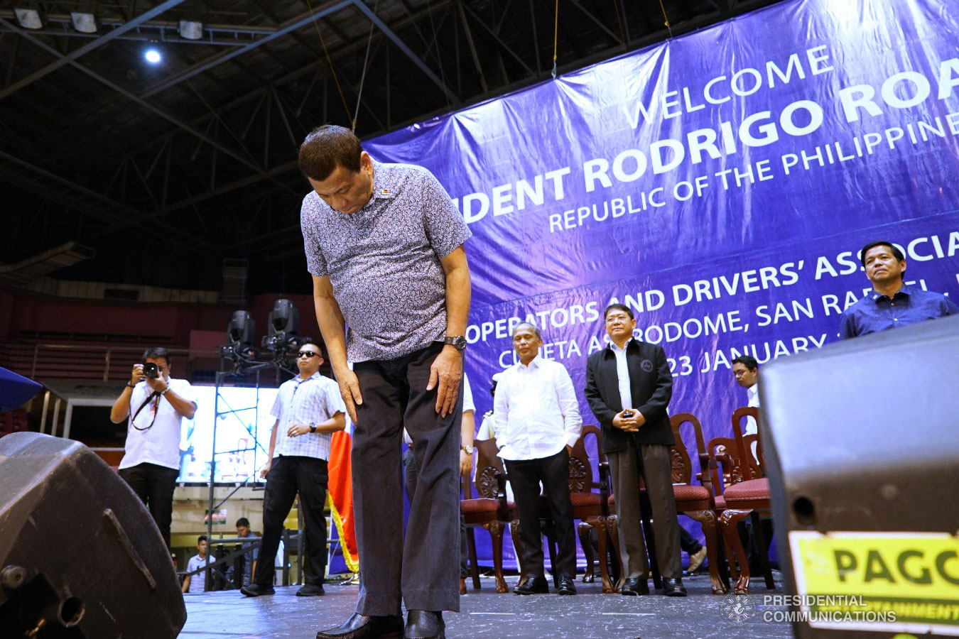 President Rodrigo Roa Duterte bows before the attendees of the Tricycle Operators and Drivers' Association (TODA) Summit at the Cuneta Astrodome in Pasay City on January 23, 2019. Also in the photo are Energy Secretary Alfonso Cusi, Interior and Local Government Secretary Eduardo Año, and Social and Welfare Development Secretary Rolando Bautista. KING RODRIGUEZ/PRESIDENTIAL PHOTO