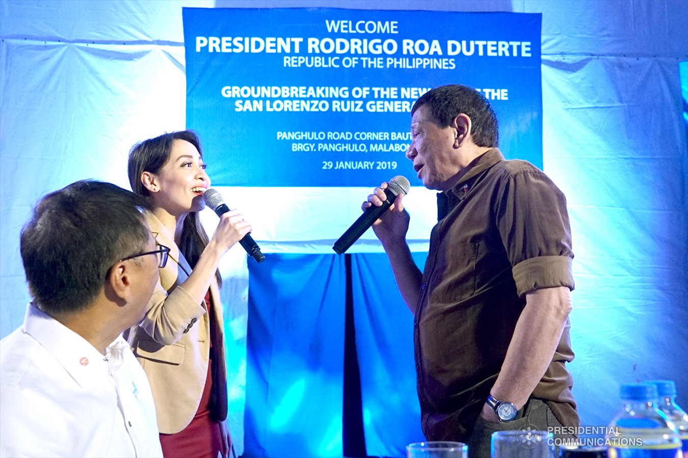 President Rodrigo Roa Duterte sings along with the guest performer on the sidelines of the groundbreaking ceremony for the construction of the San Lorenzo Ruiz General Hospital (SLRGH) in Malabon City on January 29, 2019. RENE LUMAWAG/PRESIDENTIAL PHOTO