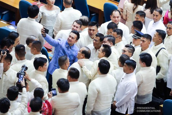 President Rodrigo Roa Duterte poses for a groufie with some members of the Congress after delivering his Fourth State of the Nation Address at the House of Representatives in Quezon City on July 22, 2019. VALERIE ESCALERA/PRESIDENTIAL PHOTO
