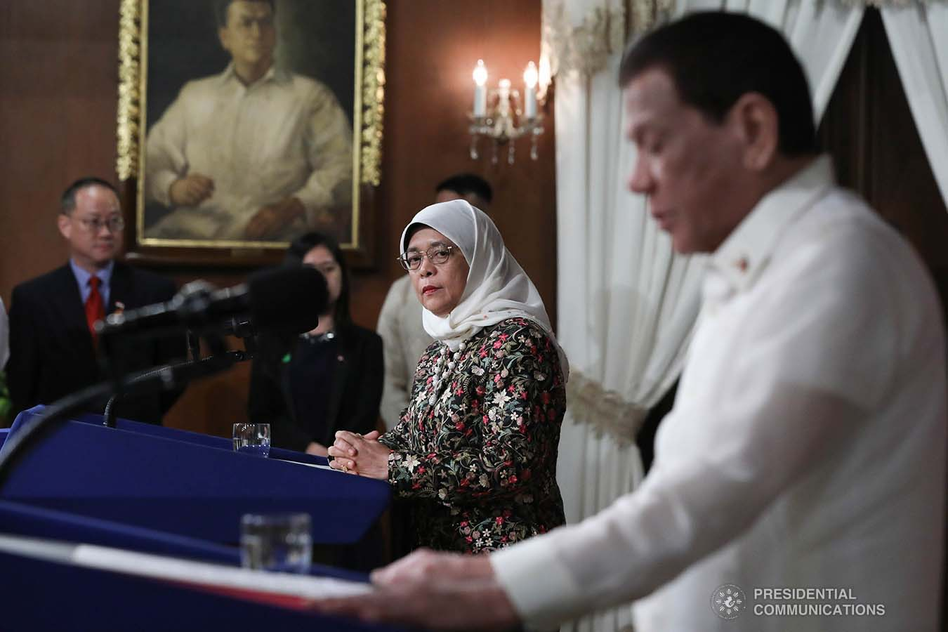 President Rodrigo Roa Duterte and Republic of Singapore President Halimah Yacob give their joint press statement following their successful expanded bilateral meeting at the Malacañan Palace during the latter's state visit to the Philippines on September 9, 2019. TOTO LOZANO/PRESIDENTIAL PHOTO