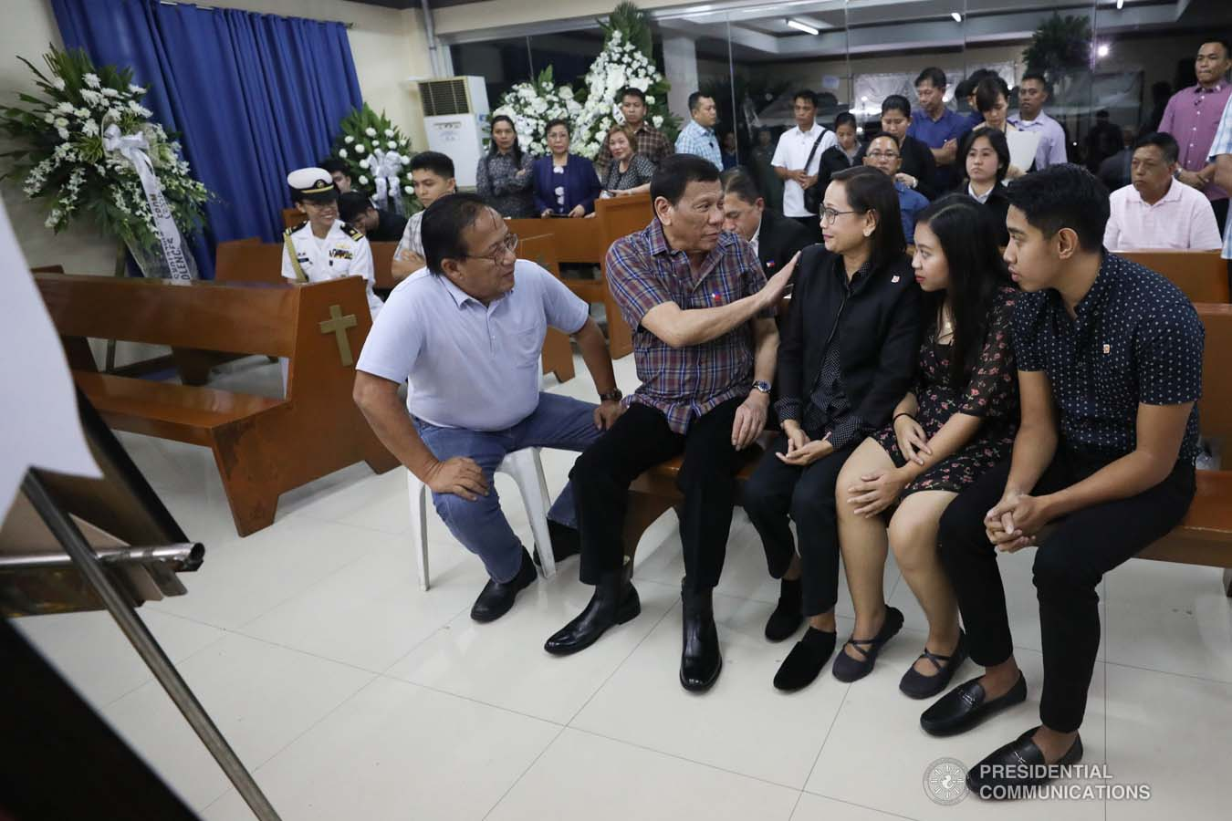 President Rodrigo Roa Duterte commiserates with the family of the late Captain Jesus Hernandez as he visits the wake at the Loyola Memorial Park in Parañaque City on September 5, 2019. Hernandez was the pilot of the Beechcraft King Air 350 with registry number RP-C2296 that crashed in Calamba City, Laguna last September 1. SIMEON CELI JR./PRESIDENTIAL PHOTO