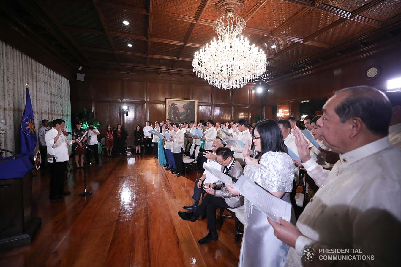President Rodrigo Roa Duterte administers the oath to the officers of the League of Vice Governors of the Philippines during a ceremony at the Malacañan Palace on September 10, 2019. ACE MORANDANTE/PRESIDENTIAL PHOTO