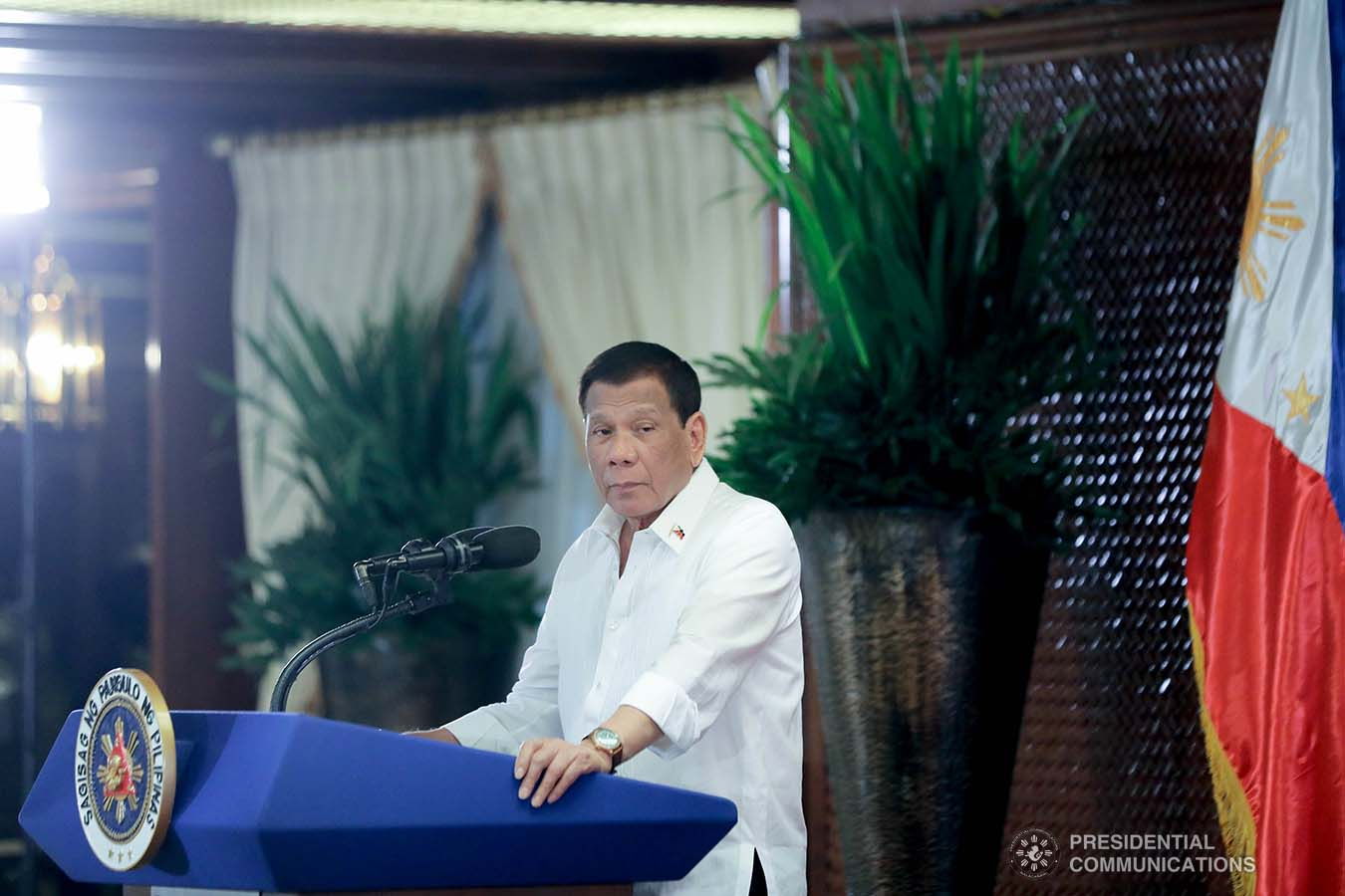 President Rodrigo Roa Duterte delivers his speech during the oath-taking ceremony of the officers of the Malacañang Press Corps, Presidential Photojournalists Association, and Malacañang Cameramen Association at the Malacañan Palace on September 10, 2019. ALFRED FRIAS/PRESIDENTIAL PHOTO