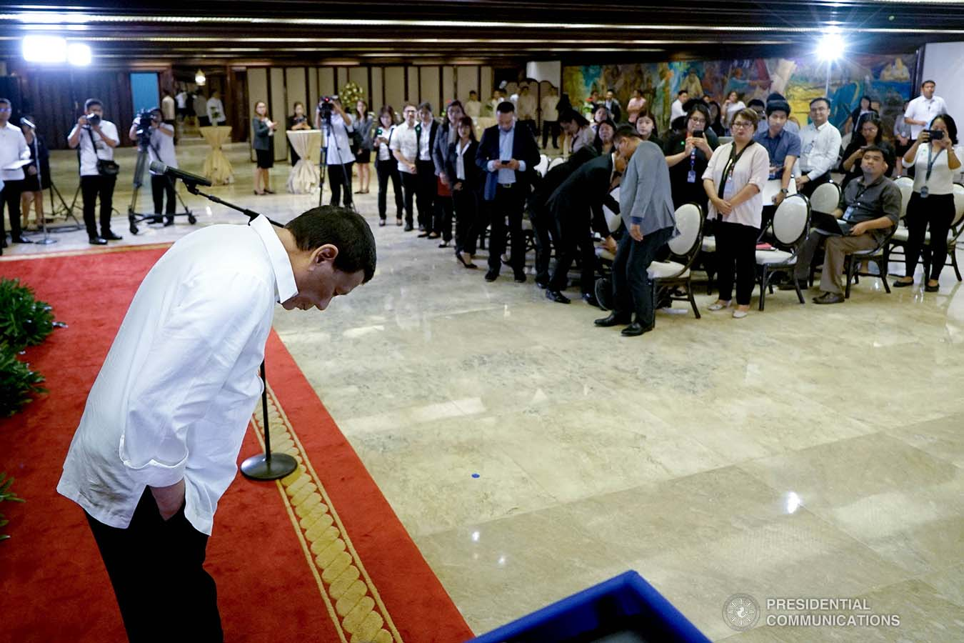 President Rodrigo Roa Duterte takes a bow before the Malacañang Press Corps, Presidential Photojournalists Association, and Malacañang Cameramen Association during the oath-taking ceremony of their officers at the Malacañan Palace on September 10, 2019. KING RODRIGUEZ/PRESIDENTIAL PHOTO