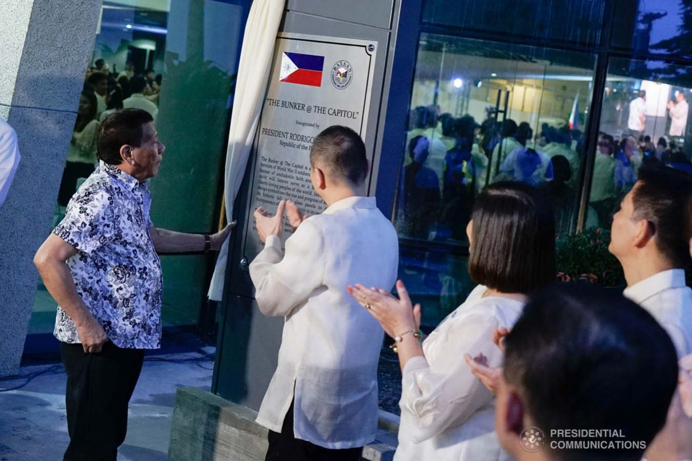 """President Rodrigo Roa Duterte unveils the marker of the Bataan Government Center and Business Hub """"The Bunker"""" during its inauguration in Balanga City, Bataan on September 12, 2019. KING RODRIGUEZ/PRESIDENTIAL PHOTO"""