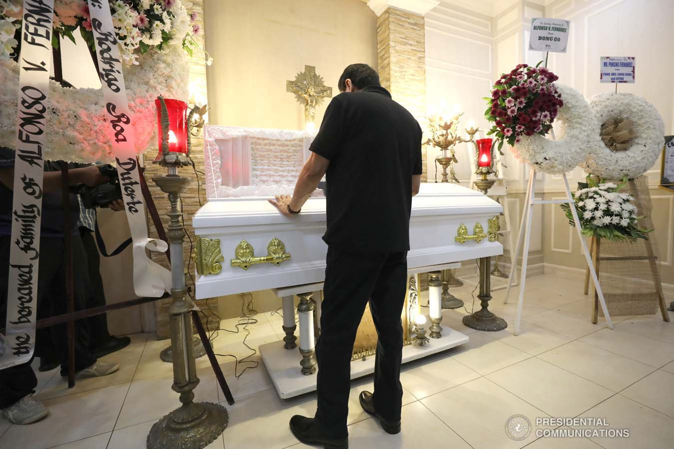 President Rodrigo Roa Duterte pays his last respects to Alfonso Fernandez as he visits the wake at the Cosmopolitan Funeral Homes in Davao City on September 21, 2019. KARL NORMAN ALONZO/PRESIDENTIAL PHOTO