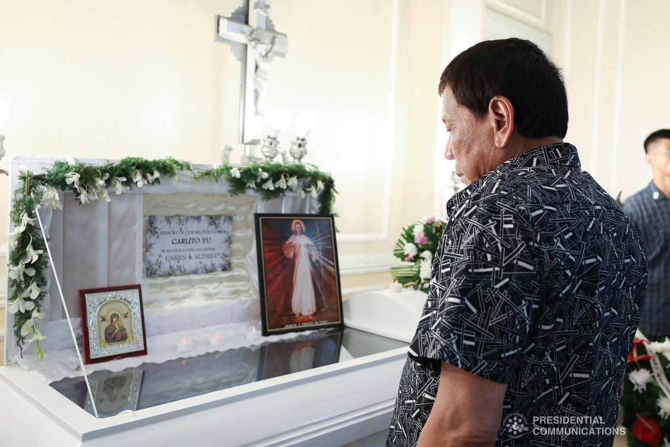 President Rodrigo Roa Duterte pays his last respects to Carlito Yu as he visits the wake at the Cosmopolitan Funeral Homes in Davao City on September 26, 2019. RICHARD MADELO/PRESIDENTIAL PHOTO