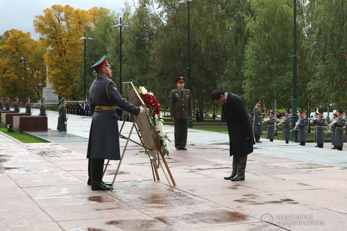 President Rodrigo Roa Duterte honors the fallen Soviet soldiers who fought during World War II as he leads the wreath-laying ceremony at the Tomb of the Unknown Soldier in Moscow, Russian Federation on October 4, 2019. ROBINSON NIÑAL JR./PRESIDENTIAL PHOTO