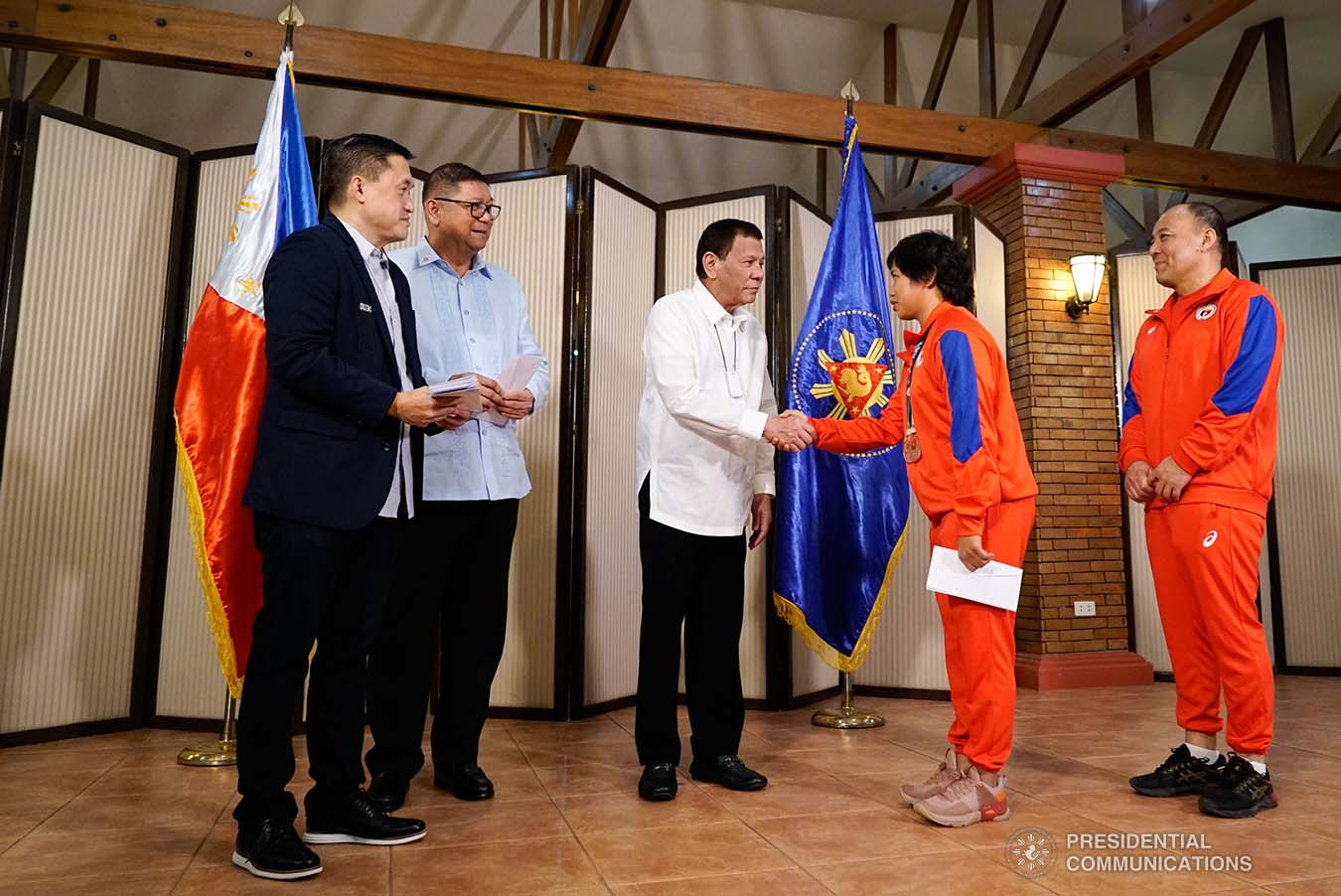 President Rodrigo Roa Duterte meets 2019 Asian Weightlifting Championships China Silver Medalist Hidilyn Diaz at the Malago Clubhouse in Malacañang on October 16, 2019. KING RODRIGUEZ/PRESIDENTIAL PHOTO