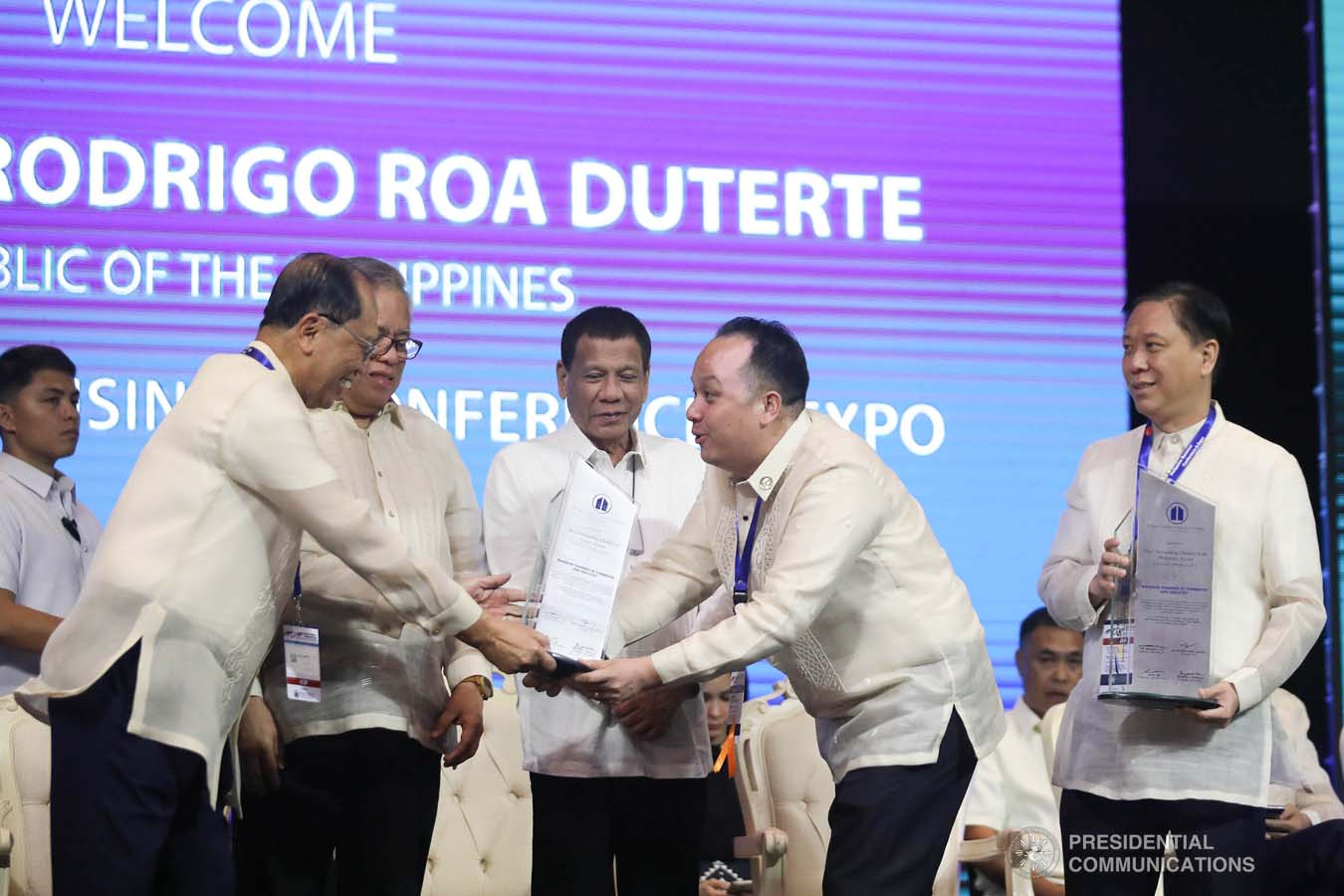 President Rodrigo Roa Duterte confers the Most Outstanding Chamber Visayas City Level Award on Mandaue City Chamber of Commerce and Industry President Stanley Go during the 45th Philippine Business Conference and Expo at The Manila Hotel on October 17, 2019. VALERIE ESCALERA/PRESIDENTIAL PHOTO