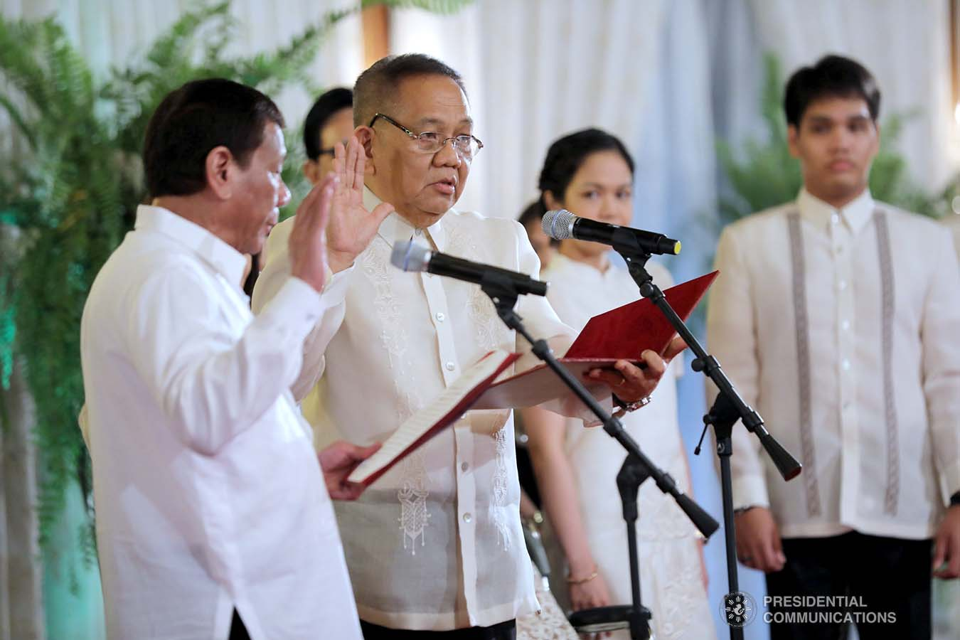 President Rodrigo Roa Duterte administers the oath to newly appointed Supreme Court Chief Justice Diosdado Peralta during a ceremony at the Malacañan Palace on October 24, 2019. ALFRED FRIAS/PRESIDENTIAL PHOTO