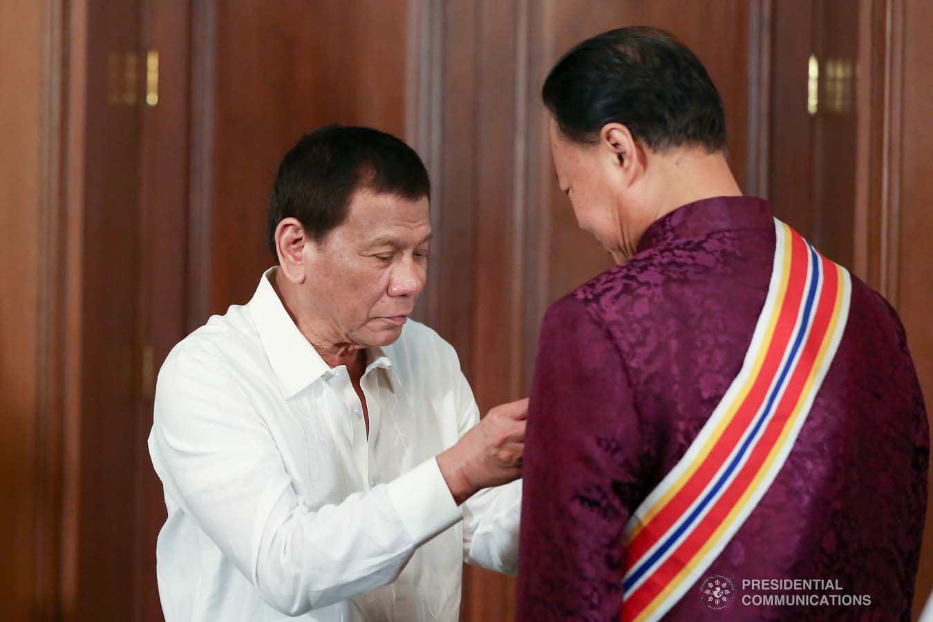 President Rodrigo Roa Duterte confers the Order of Sikatuna with the Rank of Datu on outgoing Chinese Ambassador to the Philippines Zhao Jianhua during his farewell call to the President at the Malacañan Palace on October 28, 2019. KARL NORMAN ALONZO/PRESIDENTIAL PHOTO