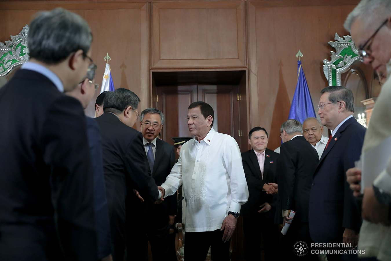 President Rodrigo Roa Duterte greets the members of Vice Premier of the People's Republic of China Hu Chunhua's delegation as they pay a courtesy call on the President at the Malacañan Palace on October 24, 2019. ALFRED FRIAS/PRESIDENTIAL PHOTO