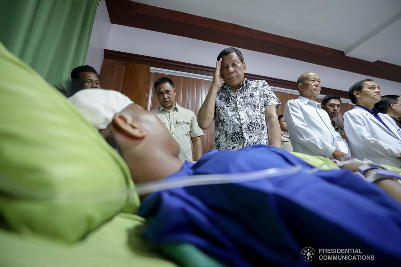President Rodrigo Roa Duterte confers the Order of Lapu-Lapu Rank of Kampilan on one of the wounded law enforcers he visited at the Divine Word Hospital in Tacloban City on November 15, 2019. ACE MORANDANTE/PRESIDENTIAL PHOTO