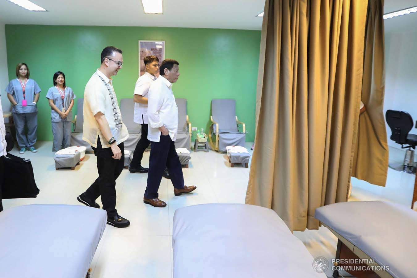 President Rodrigo Roa Duterte inspects the facilities of the Taguig City Center for the Elderly during his visit on November 21, 2019. ALFRED FRIAS/PRESIDENTIAL PHOTO