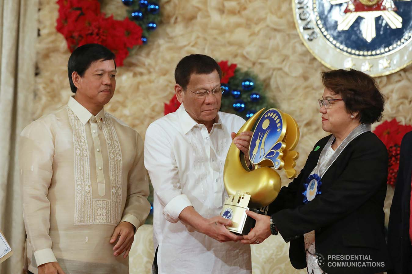 President Rodrigo Roa Duterte leads the awarding ceremony for the 2018 Presidential Award for Child-Friendly Municipalities and Cities (PACFMC) at the Malacañan Palace on November 28, 2019. Assisting the President is Social Welfare and Development Secretary Rolando Bautista. TOTO LOZANO/PRESIDENTIAL PHOTO