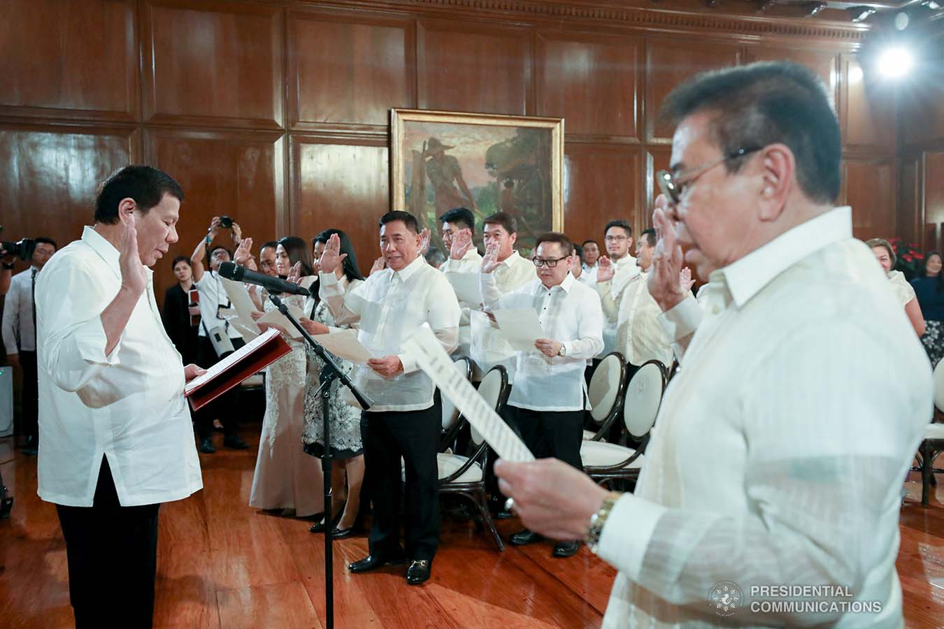 President Rodrigo Roa Duterte swears into office the newly-elected officers of the League of Municipalities of the Philippines at Malacañan Palace on December 3, 2019. TOTO LOZANO/PRESIDENTIAL PHOTO