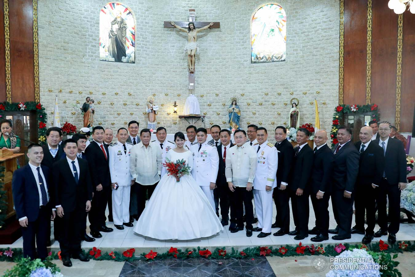 President Rodrigo Roa Duterte and daughter Davao City Mayor Sara Duterte-Carpio pose for posterity with newlyweds Makkaria and First Lieutenant James Estoesta and other distinguished guests during the wedding at the St. Ignatius Chapel in Fort Gen. Gregorio H. del Pilar, Baguio City on December 8, 2019. VALERIE ESCALERA/PRESIDENTIAL PHOTO