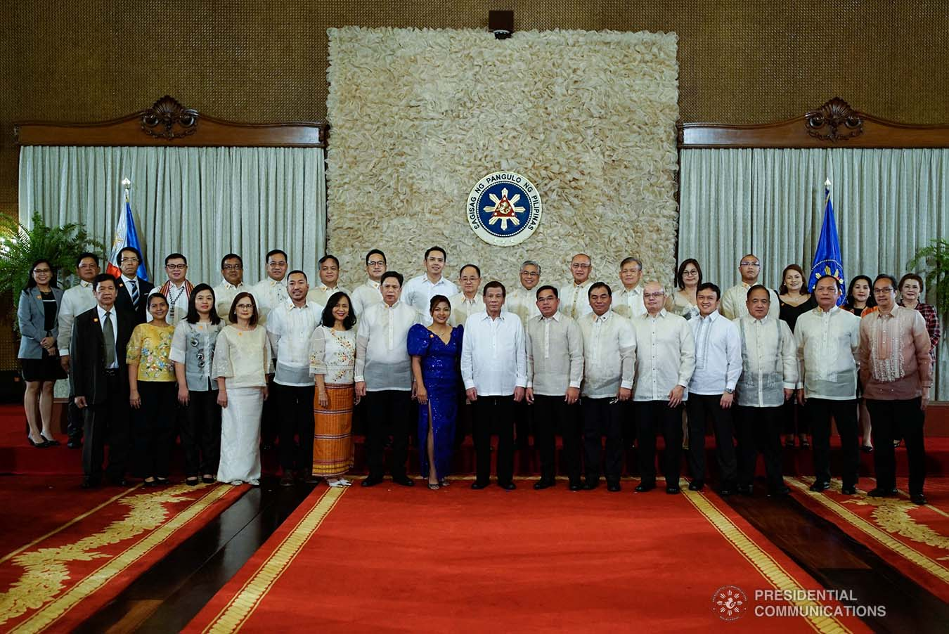 President Rodrigo Roa Duterte poses for posterity with the newly-appointed government officials during the oath-taking ceremony at the Malacañan Palace on January 8, 2020. KING RODRIGUEZ/PRESIDENTIAL PHOTO