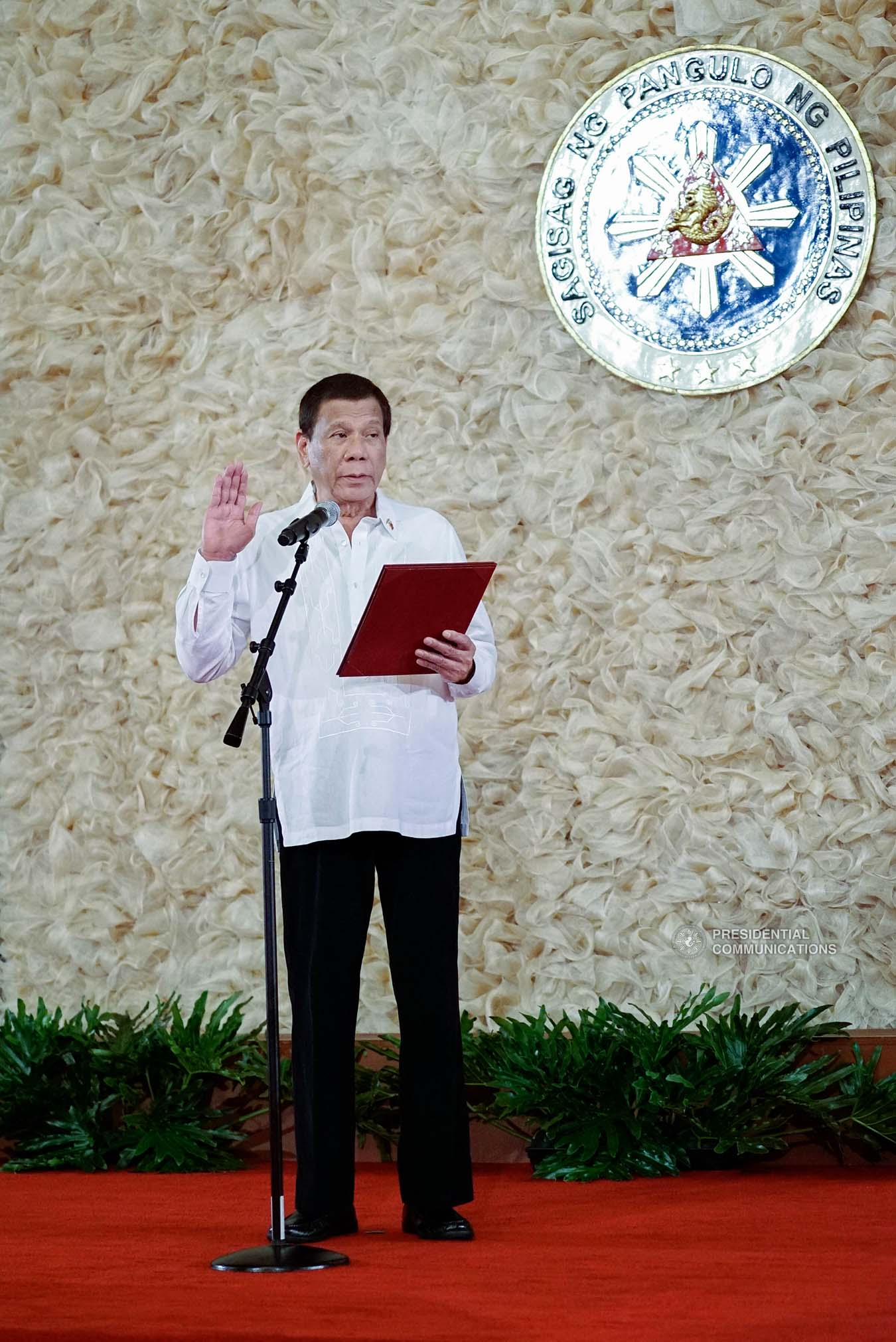 President Rodrigo Roa Duterte swears into office the newly-appointed government officials during the oath-taking ceremony at the Malacañan Palace on January 8, 2020. KING RODRIGUEZ/PRESIDENTIAL PHOTO