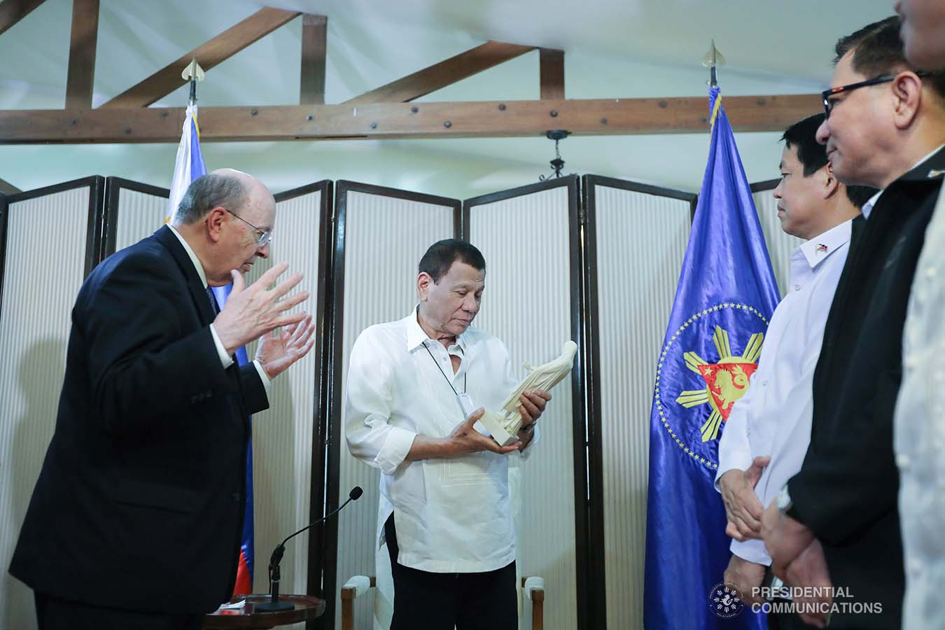 President Rodrigo Roa Duterte receives a token from the officials of the Church of Jesus Christ of Latter-Day Saints who paid a courtesy call on the President at the Malago Clubhouse in Manila on January 15, 2020. ALFRED FRIAS/PRESIDENTIAL PHOTO