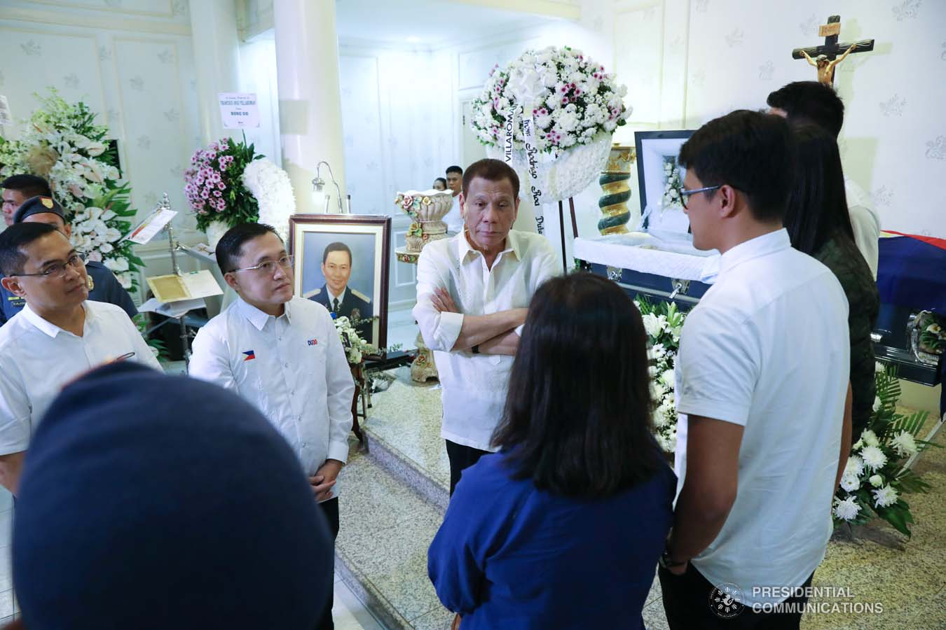 President Rodrigo Roa Duterte condoles with the family of the late Retired Police General Francisco Villaroman as he visited the wake at the Cosmopolitan Funeral Homes in Davao City on January 17, 2020. ROBINSON NIÑAL JR./PRESIDENTIAL PHOTO