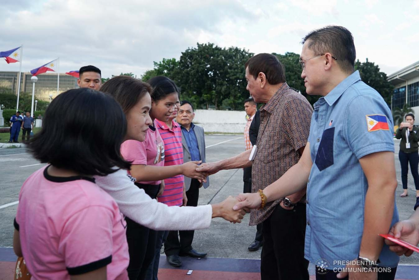 """President Rodrigo Roa Duterte meets with the family of Overseas Filipino Worker (OFW) Roderick Aguinaldo, who is currently detained in Bahrain, as the President led their send-off at the Villamor Air Base in Pasay City on January 23, 2020. The family wil leave for Bahrain on Saturday. With the President is Senator Christopher """"Bong"""" Go. KING RODRIGUEZ/PRESIDENTIAL PHOTO"""