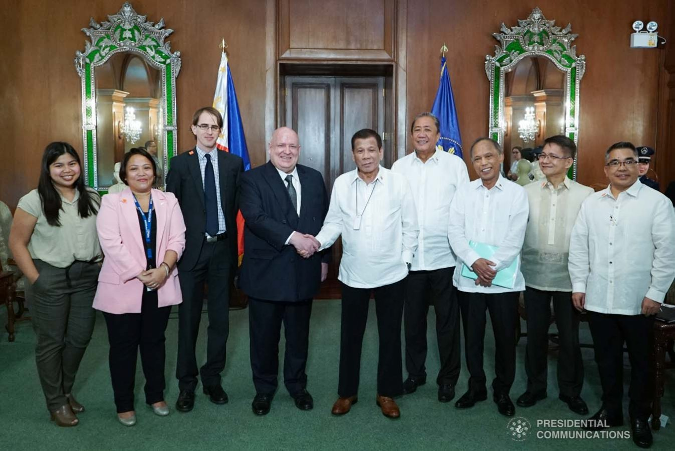 President Rodrigo Roa Duterte poses for posterity with outgoing New Zealand Ambassador to the Philippines David Strachan, who paid a farewell call on the President at the Malacañan Palace on January 27, 2020. KING RODRIGUEZ/PRESIDENTIAL PHOTO