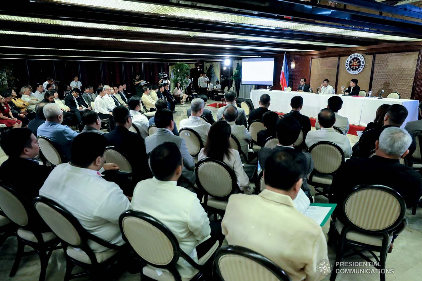 President Rodrigo Roa Duterte convenes with Agriculture Secretary William Dar, Interior and Local Government Secretary Eduardo Año and other officials to discuss the updates on the African Swine Fever during a meeting at the Malacañan Palace on February 25, 2020. RICHARD MADELO/PRESIDENTIAL PHOTO