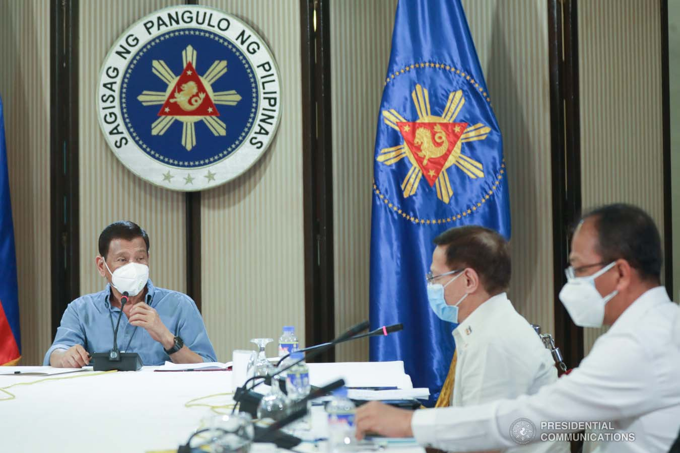 President Rodrigo Roa Duterte holds a meeting with some members of the Inter-Agency Task Force on the Emerging Infectious Diseases (IATF-EID) at the Malago Clubhouse in Malacañang on April 8, 2020. TOTO LOZANO/PRESIDENTIAL PHOTO