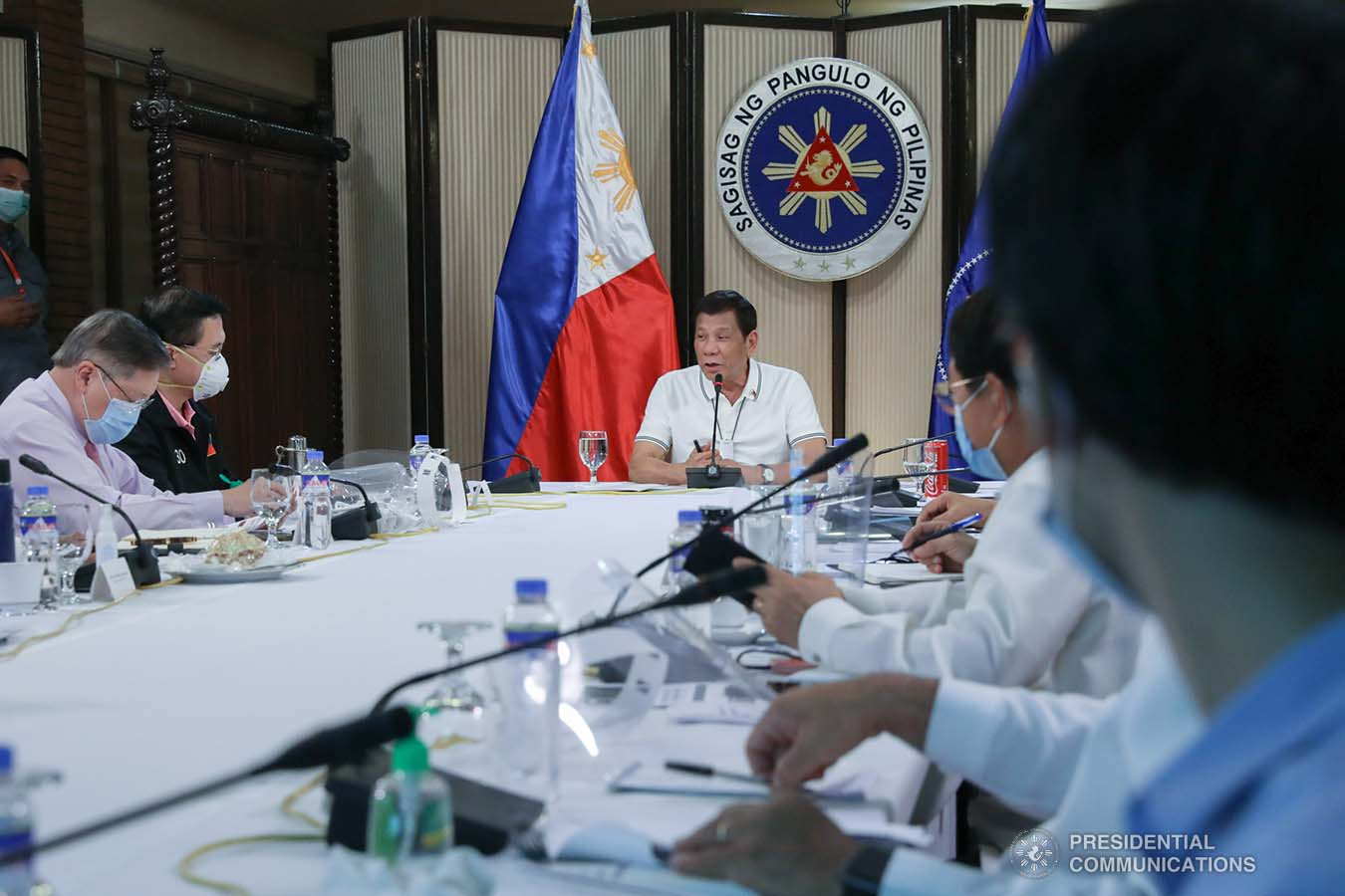President Rodrigo Roa Duterte holds a meeting with members of the Inter-Agency Task Force on the Emerging Infectious Diseases (IATF-EID) at the Malago Clubhouse in Malacañang on April 23, 2020. TOTO LOZANO/PRESIDENTIAL PHOTO
