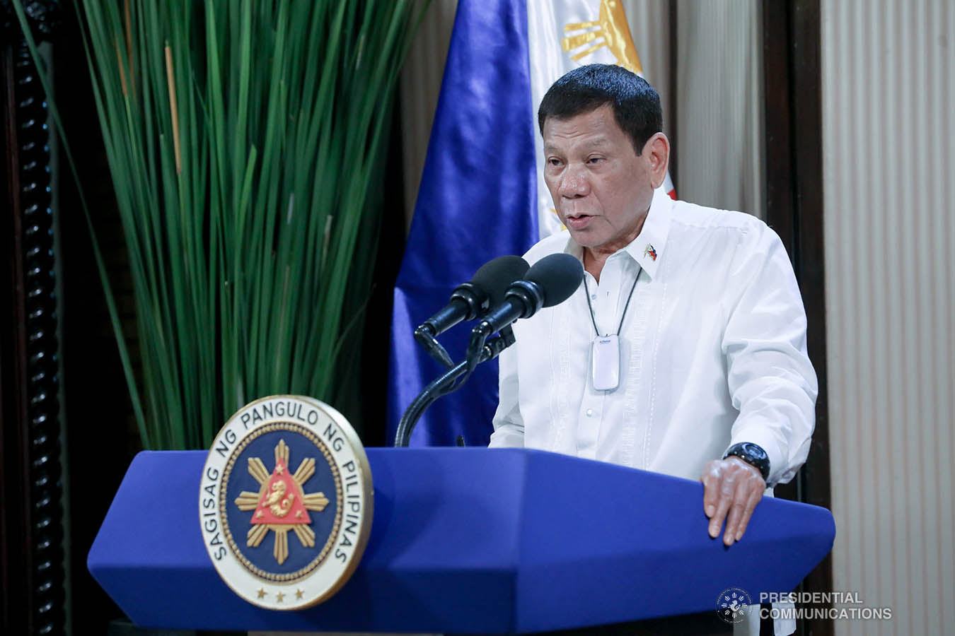 """President Rodrigo Roa Duterte delivers his speech during the simultaneous commencement exercises of the Philippine Military Academy """"Masidlawin"""" Class of 2020 and the Philippine National Police Academy """"Mandayug"""" Class of 2020 at the Malago Clubhouse in Malacañang, Manila on May 22, 2020. The commencement exercises were held online while proper social distancing protocols were observed amid the COVID-19 pandemic. TOTO LOZANO/PRESIDENTIAL PHOTO"""