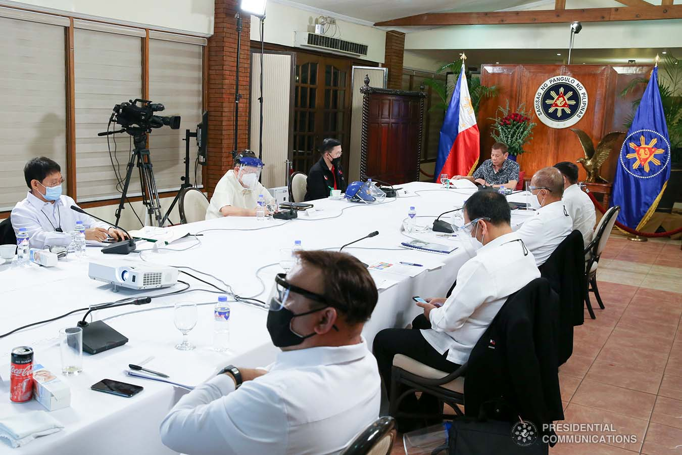 President Rodrigo Roa Duterte holds a meeting with the Inter-Agency Task Force on the Emerging Infectious Diseases (IATF-EID) core members at the Malago Clubhouse in Malacañang on June 30, 2020. ALBERT ALCAIN/PRESIDENTIAL PHOTO