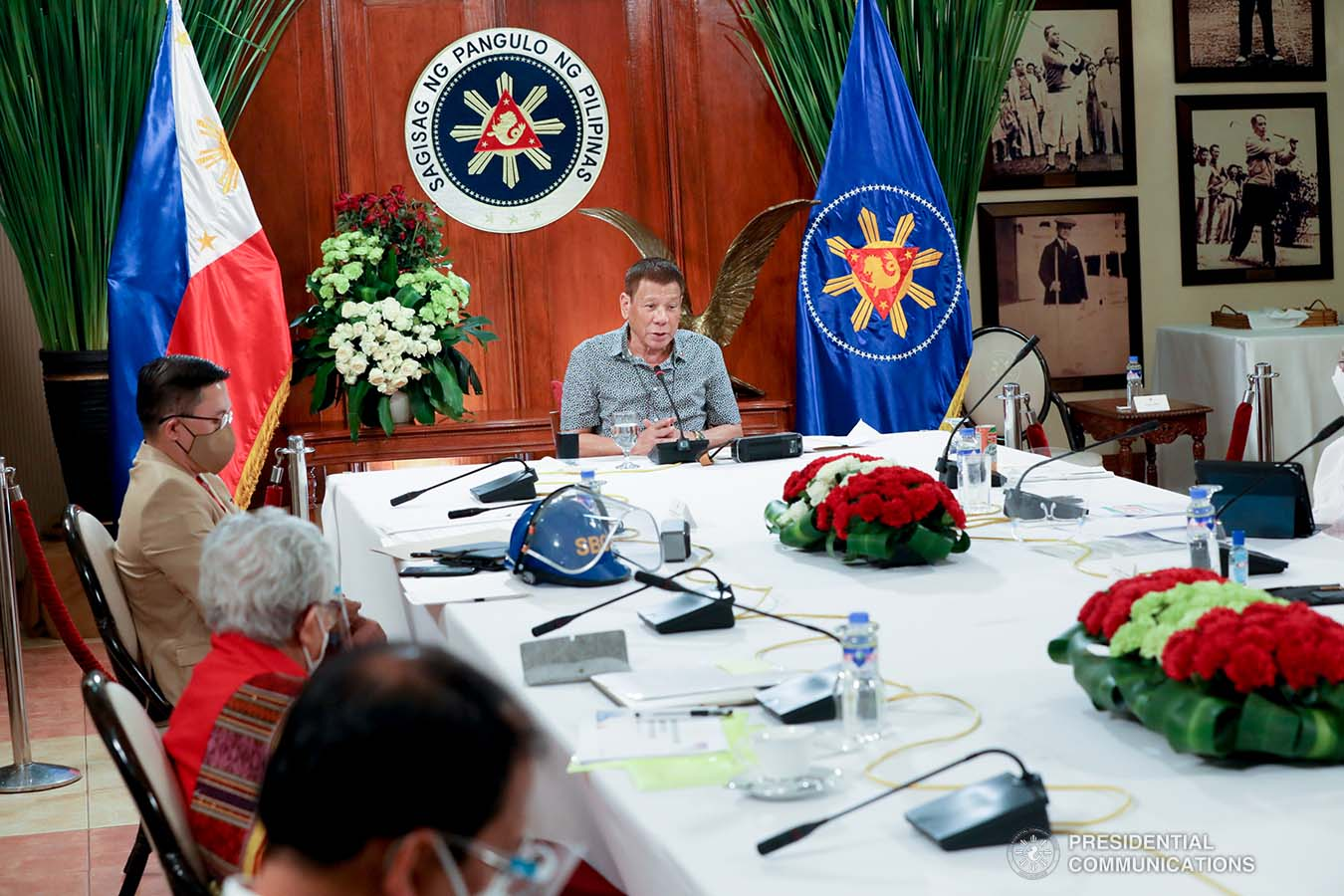 President Rodrigo Roa Duterte talks to the people after holding a meeting with the Inter-Agency Task Force on the Emerging Infectious Diseases (IATF-EID) core members at the Malago Clubhouse in Malacañang on August 31, 2020. TOTO LOZANO/PRESIDENTIAL PHOTO