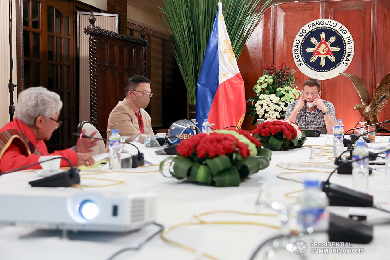 President Rodrigo Roa Duterte confers with Education Secretary Leonor Briones during a meeting with the Inter-Agency Task Force on the Emerging Infectious Diseases (IATF-EID) core members at the Malago Clubhouse in Malacañang on August 31, 2020. TOTO LOZANO/PRESIDENTIAL PHOTO