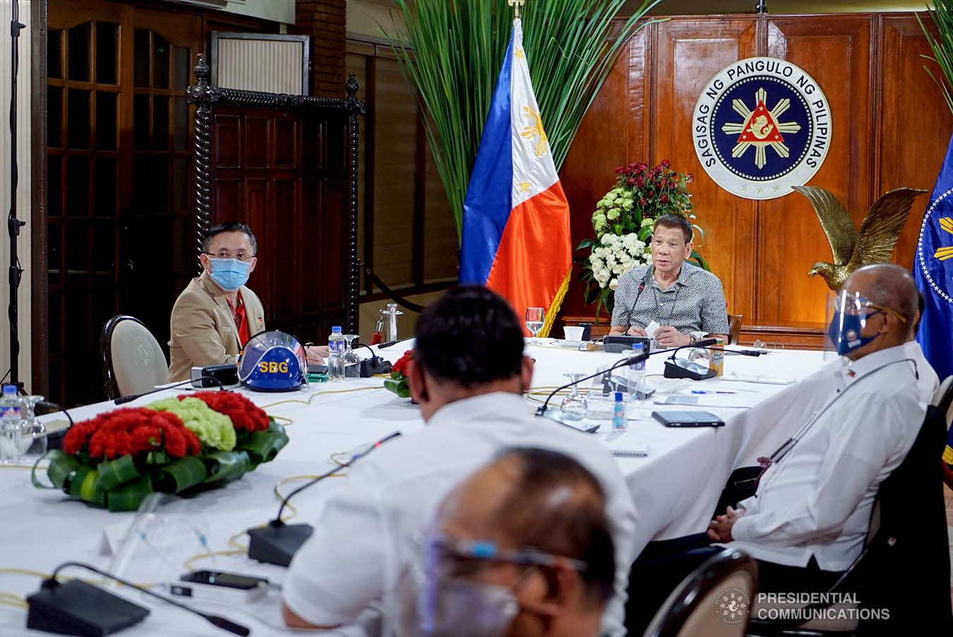 President Rodrigo Roa Duterte talks to the people after holding a meeting with the Inter-Agency Task Force on the Emerging Infectious Diseases (IATF-EID) core members at the Malago Clubhouse in Malacañang on August 31, 2020. KING RODRIGUEZ/PRESIDENTIAL PHOTO
